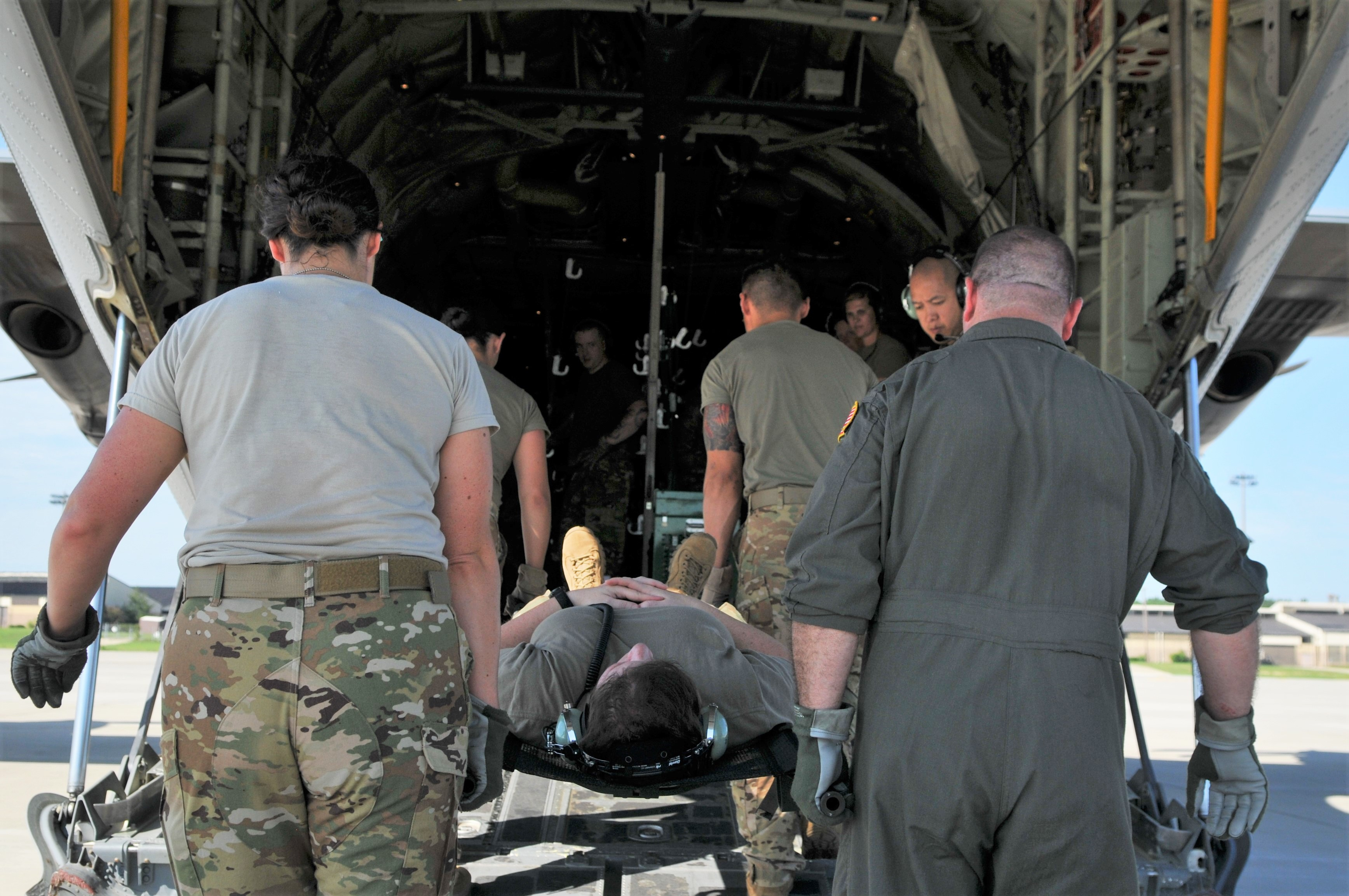 43d AES takes flight for Aeromedical Readiness Mission